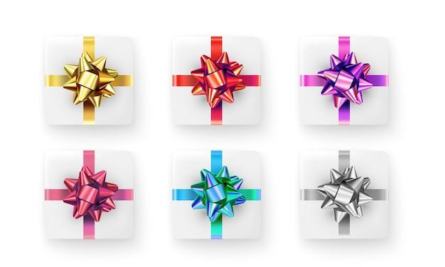 Conjunto de cajas de regalo realistas aislado en blanco