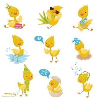 Conjunto de caracteres lindo patito gracioso, pato pollito amarillo en diferentes situaciones ilustraciones sobre un fondo blanco