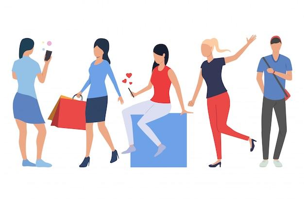 Conjunto de clientes. hombre y mujeres haciendo compras.