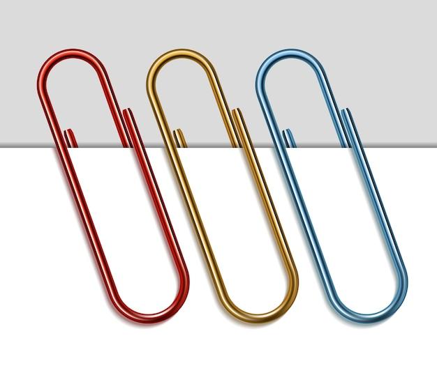 Conjunto de clips de papel de colores.