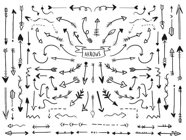 Conjunto de colección de flechas en estilo dibujado a mano.
