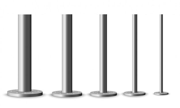Conjunto de columnas de metal. postes metálicos de poste, tubos de acero de varios diámetros instalados están atornillados en una base redonda aislada