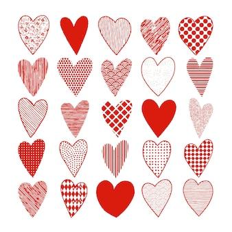 Conjunto de corazones rojos doodle de handrawn para el día de san valentín