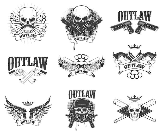 Conjunto de cráneos gangsta aislado sobre fondo blanco. proscrito. alas con arma. elemento de diseño para estampado de camiseta, póster, pegatina.