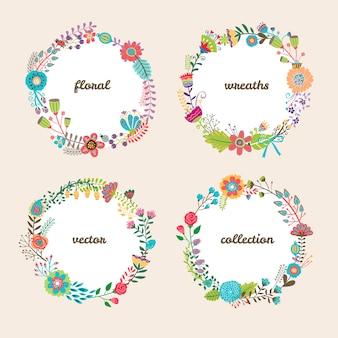 Conjunto de cuatro coloridas coronas florales vectoriales circulares con flores de verano y copyspace blanco central para su texto