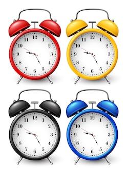 Conjunto de cuatro relojes de alarma