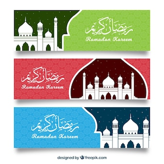 Conjunto de banners de ramadán con mezquitas en estilo plano