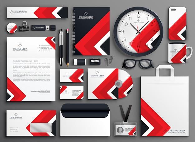 Conjunto de papelería de marca profesional de negocios rojo