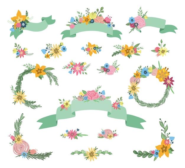 Conjunto dibujado a mano de banderas de cinta floral y coronas con ramos de flores de primavera, hojas y ramas aisladas