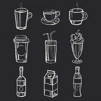 Conjunto de diferentes bebidas dibujadas a mano en la pizarra.