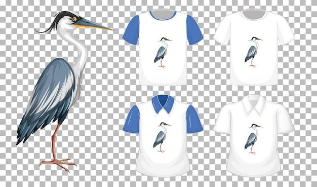 Conjunto de diferentes camisetas con personaje de dibujos animados de gran garza azul aislado sobre fondo transparente