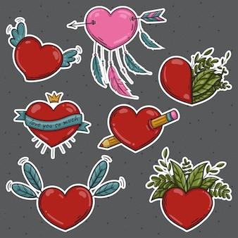 Conjunto de diferentes pegatinas aisladas sobre fondo gris, corazones de san valentín, lápiz corona atrapasueños naturaleza pluma