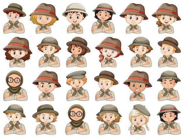 Conjunto de diferentes personajes de traje de scout de niños y niñas sobre un fondo blanco.