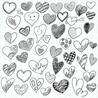 Conjunto de diseño de boceto de diferentes corazones doodle