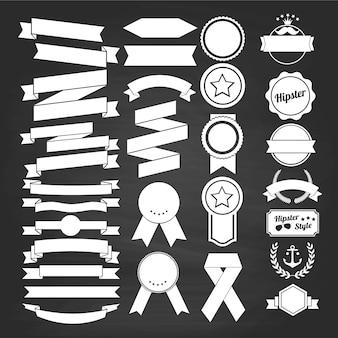Conjunto de diseño de tiza de cinta. estilo vintage, insignias retro en blanco