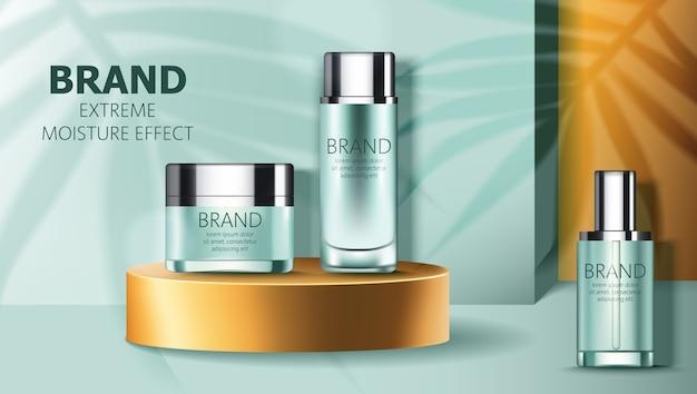 Conjunto de dos envases de cosméticos en el podio dorado y uno cercano con lugar para texto