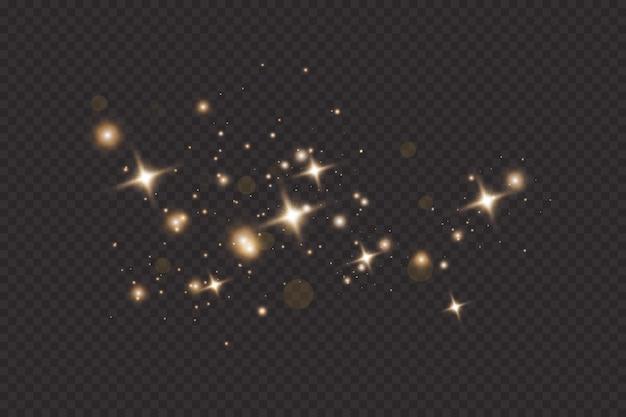 Conjunto de efectos de luces brillantes doradas aisladas sobre fondo transparente. destello de sol con rayos y foco. efecto de luz resplandor. estrella estalló con destellos.