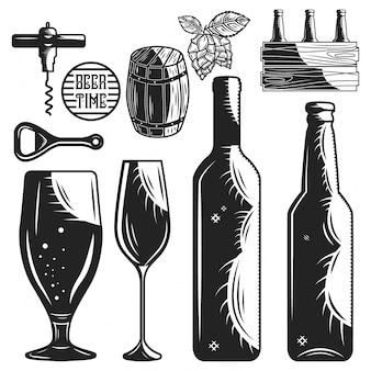 Conjunto de elementos de cervecería y bodega aislado en blanco.