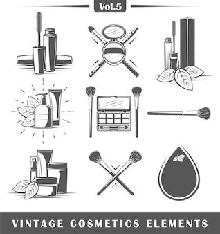 Conjunto de elementos cosméticos vintage aislado sobre fondo blanco.