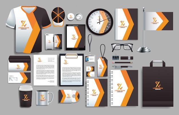 Conjunto de elementos marrones con plantillas de papelería