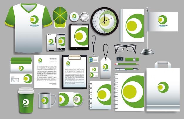 Conjunto de elementos verdes y blancos con plantillas de papelería.