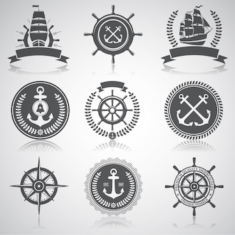 Conjunto de emblemas náuticos, etiquetas y elementos designados,