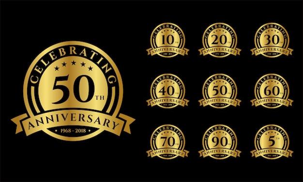 Conjunto de emblemas de oro del aniversario.