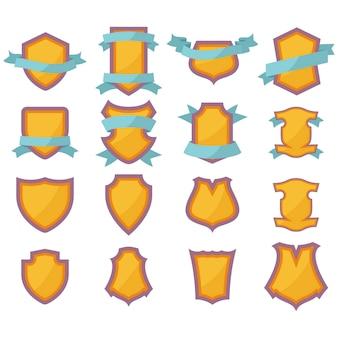 Conjunto de escudos de color con cinta para su propio logotipo en estilo plano.