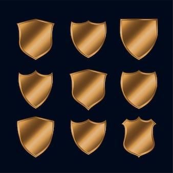 Conjunto de escudos policiales dorados brillantes