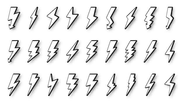Conjunto de estilo cómic pop art lightning bolt con sombra de punto de semitono. voltaje de icono en blanco en estilo de dibujos animados.