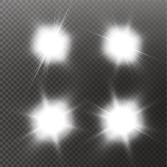 Conjunto de estrellas de efecto de luz brillante estalla con destellos sobre fondo transparente. estrellas transparentes.