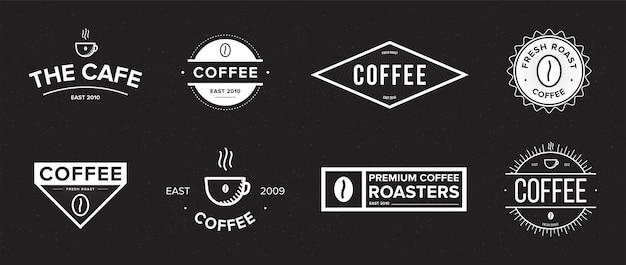 Conjunto de etiqueta de café. diferentes logotipos, distintivos, colección de emblemas sobre fondo negro. ilustraciones vectoriales en blanco y negro.