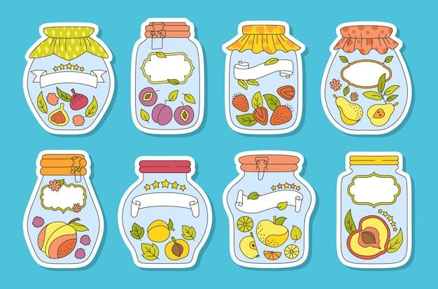 Conjunto de etiquetas y adhesivos de tarro de doodle de fruta. tarro de cristal de mermelada de embalaje de etiqueta. ciruela de melocotón de jugo de dibujos animados, manzana albaricoque.
