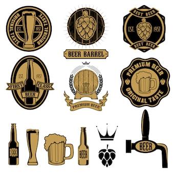 Conjunto de etiquetas de cerveza y elementos de diseño.
