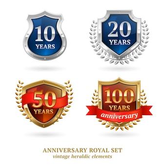 Conjunto de etiquetas heráldico oro de aniversario