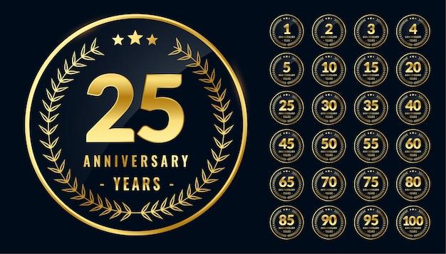 Conjunto de etiquetas o emblemas dorados aniversario redondeados