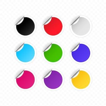 Conjunto de etiquetas redondas de colores en blanco o pegatinas redondas