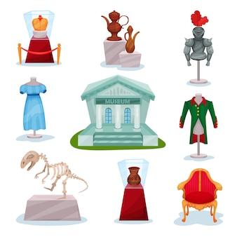 Conjunto de exposiciones del museo. corona de oro, armadura de caballeros medievales, jarras antiguas, esqueleto de dinosaurio, ropa y silla de lujo.