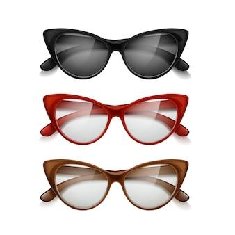 Conjunto de gafas de sol de mujer de diferentes colores en estilo retro aislado sobre fondo blanco.