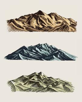 Conjunto de grabado antiguo, antiguo con picos de montañas en estilo boceto drawh diferentes versiones y colores