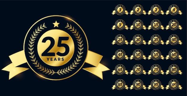 Conjunto grande de etiquetas de aniversario de oro