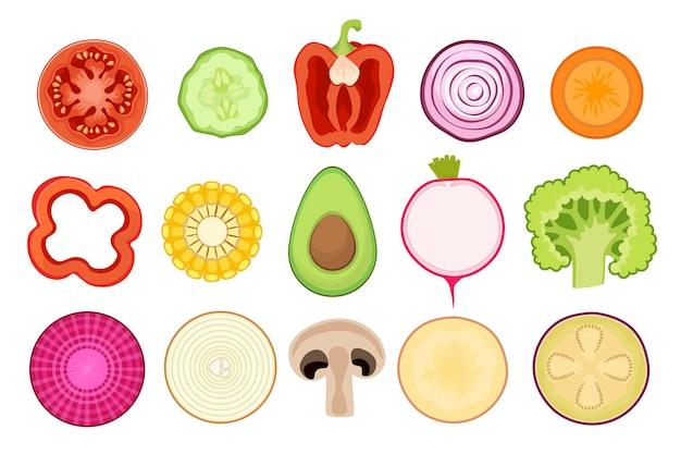 Conjunto de iconos de rodajas de verduras tomate, pepino, maíz y pimiento con aguacate y cebolla. zanahoria, rábano y brócoli con remolacha, papa y champiñones o berenjena. ilustración vectorial de dibujos animados