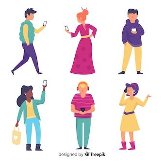 Conjunto de jóvenes con teléfonos inteligentes