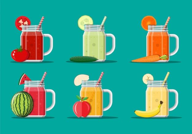 Conjunto de jugo de frutas y verduras frescas.