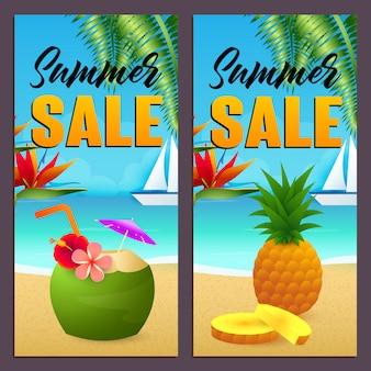 Conjunto de letras de venta de verano, bebida de coco y piña en la playa