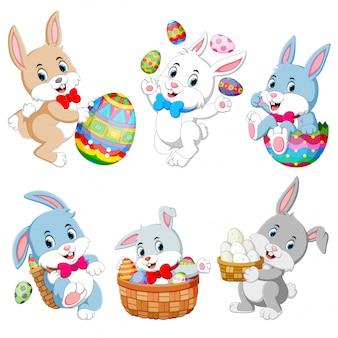 Conjunto de lindos conejos de pascua con huevos de pascua