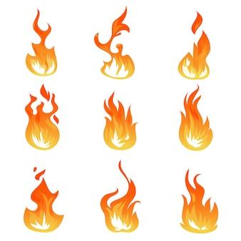 Conjunto de llamas de fuego de dibujos animados, efecto de luz de encendido, símbolos de llamas
