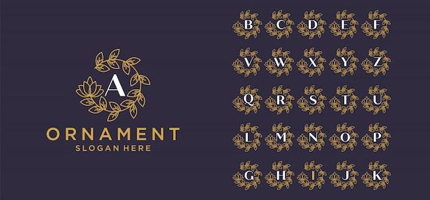 Conjunto de logotipo de monograma de adorno de lujo de letra inicial. conjunto de anillo de corona decorativo. plantilla de logotipo de alfabeto inicial de plata de lujo. vector premium