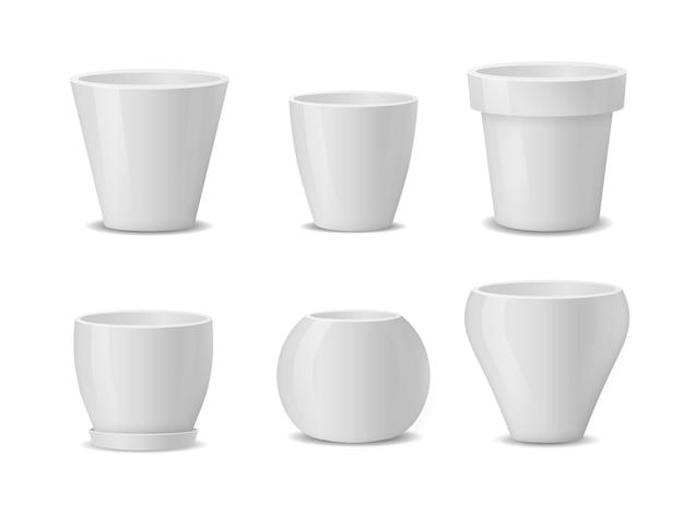 Conjunto de macetas de cerámica blanca realista aislado sobre fondo blanco.