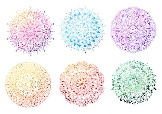 Conjunto de mandala degradado redondo sobre fondo blanco. mandala con motivos florales. ilustración